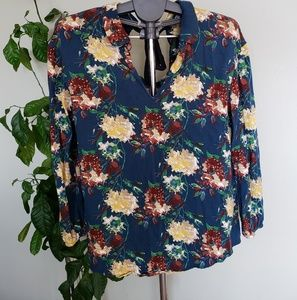 💝2 for $20💝 Floral long sleeve blouse